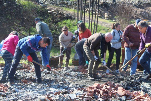 APPACDM de Coimbra recolhe escombros de casa ardida